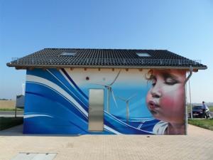 Windräder mit Kind - Fassadengestaltung Leipzig
