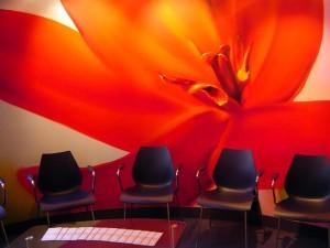 Blume im Wartebereich - Innenraumgestaltung in Leipzig